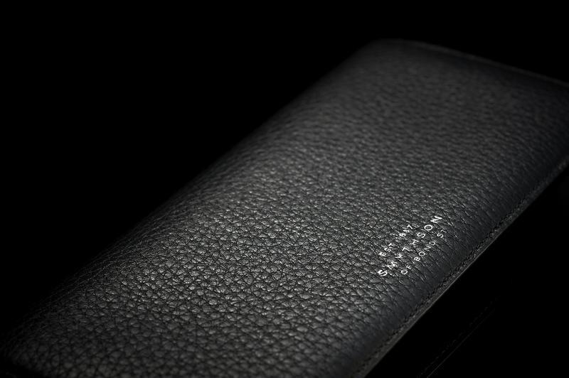 cbf0bb372214 ひと口に財布選びといっても、何を決め手とするかは人それぞれ。ブランド力やデザインは言うまでもなく重要ですが、革の質を重視するのも違いのわかるオトナには大事な  ...