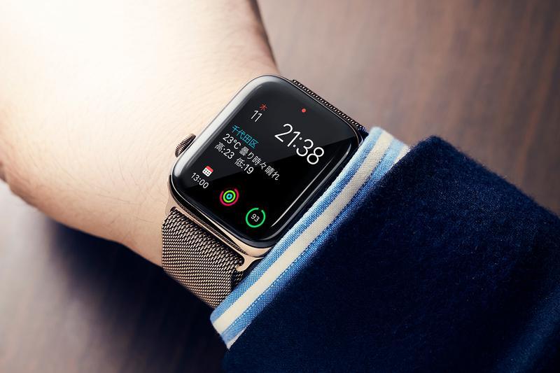 44f175c413 スマートウォッチの先駆けたるApple Watch。その第4世代が、去る9月21日早くも登場した。最先端のデジタルガジェットであるApple  Watchを2015年の発売時から購入し、 ...