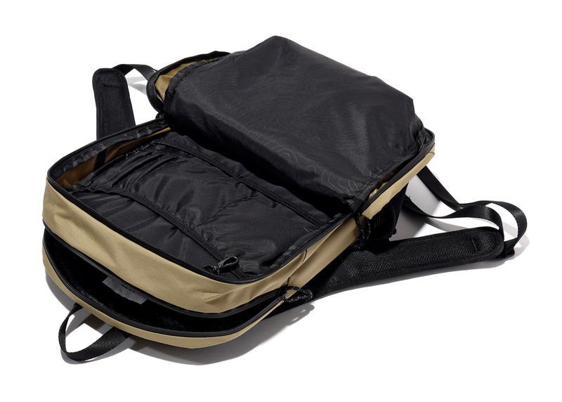cd84998c5bc8 アップル社公認のバッグメーカーだけあって、MacBookの持ち歩きに適した設計には他の追随を許さないものがあります。